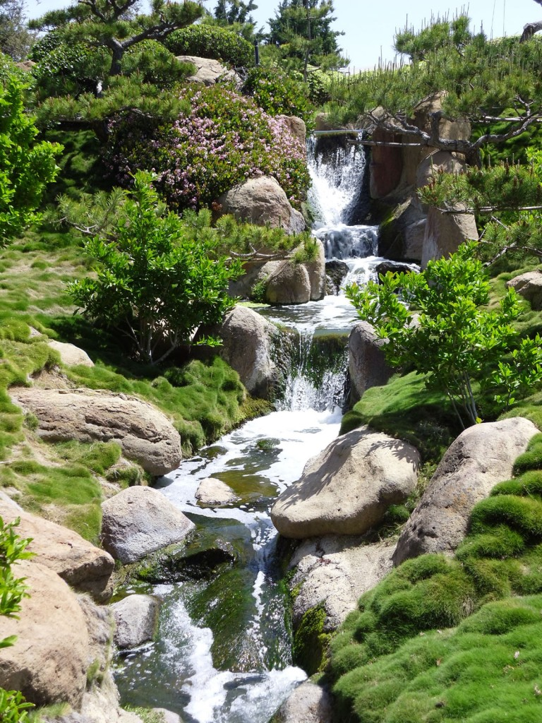 Riosloggers van nuys japanese garden for Zen garden waterfall