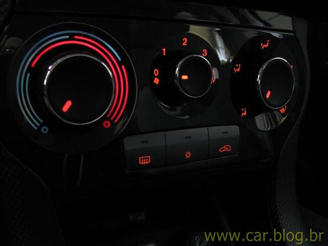 Fiat Bravo Essence 1.8 16V 2012 - iluminação interna