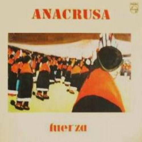 """""""Anacrusa"""" é uma banda argentina formada no início dos anos 70 por """"José Luis Castiñeira de Dios"""" (violão, charango, cuatro, bandoneón, baixo, arranjos) e pela voz marcante de """"Suzana Lago"""" (piano, órgão, charango e voz), acompanhados pelo trio """"Alex Eriich-Oliva"""" (double bass, violões, violoncelo), """"Julio Pardo"""" (flauta, oboé, instrumentos de sopro) e """"Elias Chiche Heger"""" (bateria, percussão). O grupo apresentava-se em pequenos locais de Buenos Aires, apresentando um som fortemente influenciado pelos ritmos portenhos e latinos. Durante a década de 70, Brasil e Argentina não rivalizavam apenas no futebol, mas também na formação de grandes bandas. Enquanto o Brasil tinha """"Secos & Molhados"""", """"Mutantes"""", """"Som Nosso de Cada Dia"""" e """"O Terço"""" (só para citar alguns), a Argentina rivalizava com """"Sui Generis"""", """"La Biblia"""", """"Almendra"""" e """"La Maquina de Hacer Pajaros"""" (também para citar só alguns). Porém, os argentinos tinham um diferencial em suas bandas, já que a maioria delas explorava com muita qualidade as características sonoras do seu país. Não era diferente com a """"Anacrusa"""", uma banda espetacular, que sabia fazer miséria com tango, rock progressivo, mambo, milonga, chamamé e diversos outros estilos comuns ao pampa portenho. O grupo, cujo nome é uma forma musical européia, advinda do grego """"ἀνάκρουσις"""", que significa retrocesso, tem uma história praticamente obscura, mas graças a geração MP3, o mundo pode conhecer uma das bandas mais versáteis que o pampa portenho já ouviu, que fez questão de retroceder às origens folclóricas de seu país, mas foi além com o passar dos anos e as inspirações progressivas. Não tardou para que assinassem um contrato com o selo Redondel, e em 1973, lançasse seu álbum de estréia, auto-batizado. O disco é muito belo, misturando os elementos do pampa com sutis porções de rock progressivo. Em pouco mais de trinta minutos, somos apresentados a diversos ritmos latinos, como as cuecas """"La Rosa Y El Clave"""" e """"Rio Limay"""", contrastando os violões, pian"""
