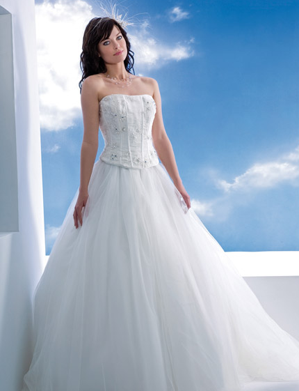 Wedding dresses 2013 online: March 2013
