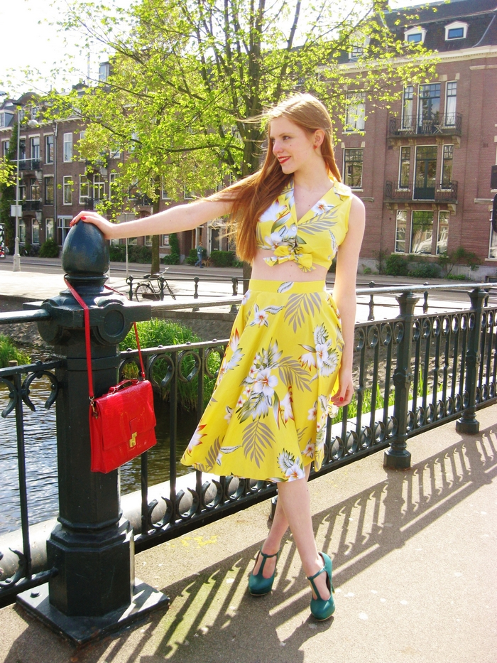 top vintage blogger outfit pinup 50s yellow green