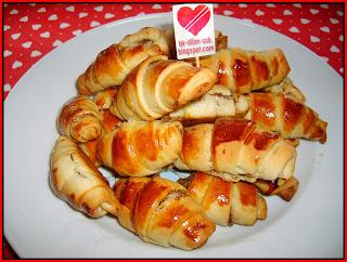 Haşhaşlı Cevizli Rulo Çörek tarifi