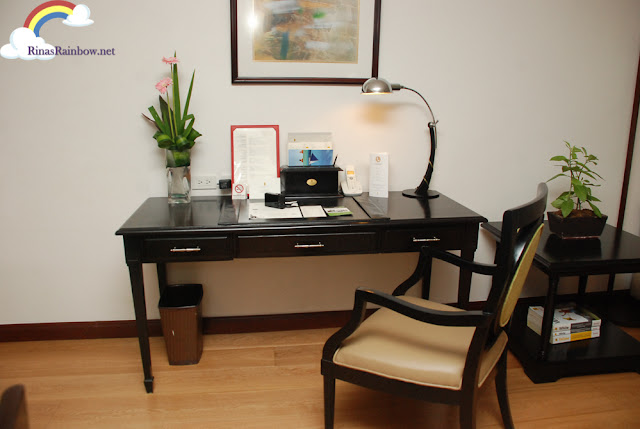 Discovery Suite Ortigas working desk
