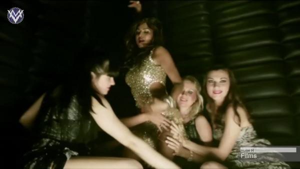 ,  Veena Malik's Lesbian Act In Drama Queen!!!