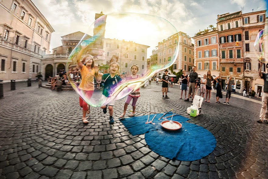 30+Magical+Photos+Of+Children+Playing+Ar