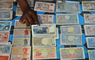 uang kuno di pasar klithikan pakuncen Yogyakarta