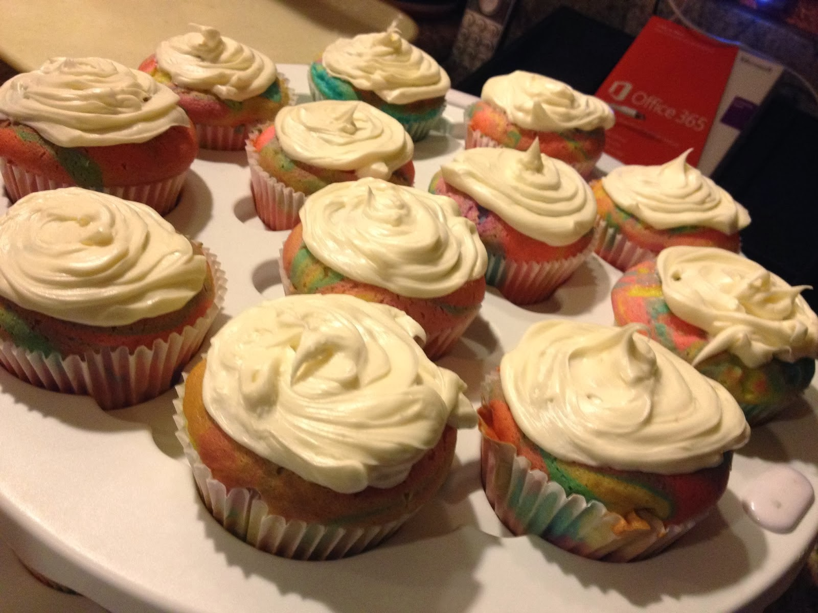 http://sisterswhat.blogspot.com/2014/01/neon-splatter-cupcakes.html