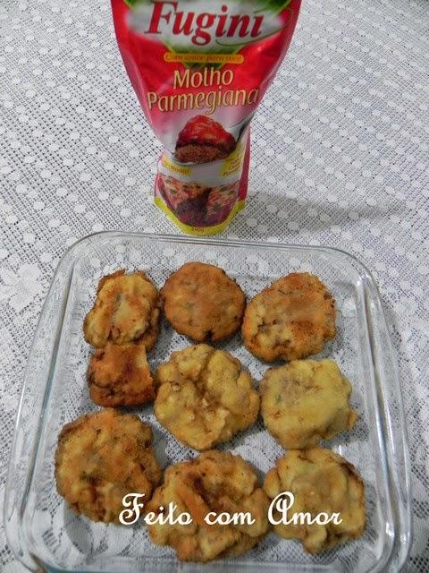 Polpetones empanados e gratinados com molho Parmegiana Fugini delicioso.