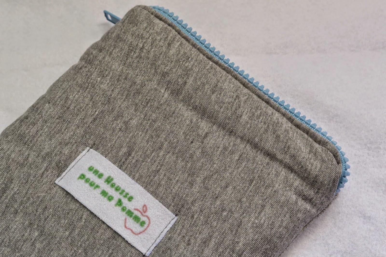 Housse grise et bleu faite main made in France avec fermeture éclair pour tablette 8 pouces mum said