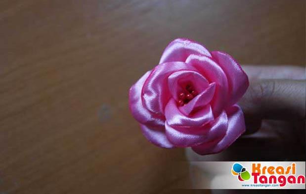 Cara Membuat Bunga dari Pita
