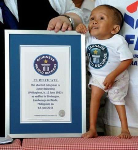 a97927 small people 6 current 10 Manusia Terpendek paling Terkenal Di Dunia