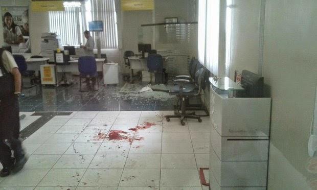 Três pessoas ficaram feridas em assalto a banco (Foto: Reprodução/Portal Jaguarari)