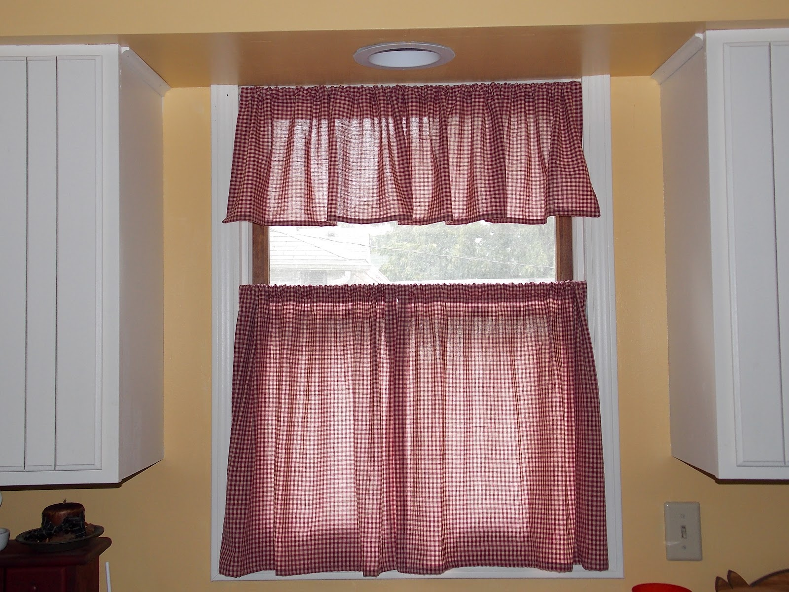 Our eclectic life pretty quick sew yourself kitchen cafe curtains solutioingenieria Images