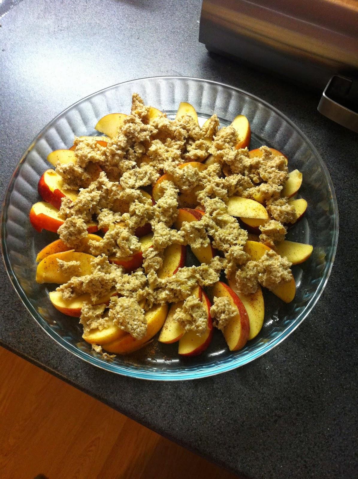 ruoka, food, herkut, perjantaiherkut, treats, goodies friday, omena-kaurapaistos, apple-oatmeal apple pie, cinnamon, kaneli, jäätelö, kastike, herkullinen, terveellinen, healthy, delicious, jälkiruoka, dessert, omena-kaneli, apple- cinnamon, kaurapaistos, omenakaurapaistos,