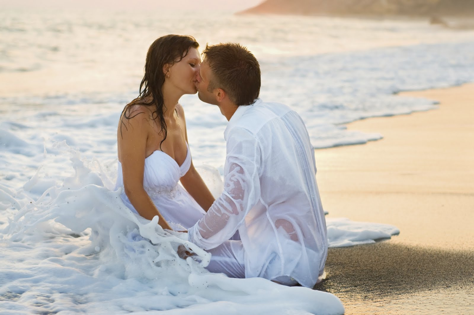 http://3.bp.blogspot.com/-j2AschpMwh0/UKeS9F9IbsI/AAAAAAAAI60/7zW50uY_fV8/s1600/Romantic+Kissing+hd+besktop+wallpapers.jpg