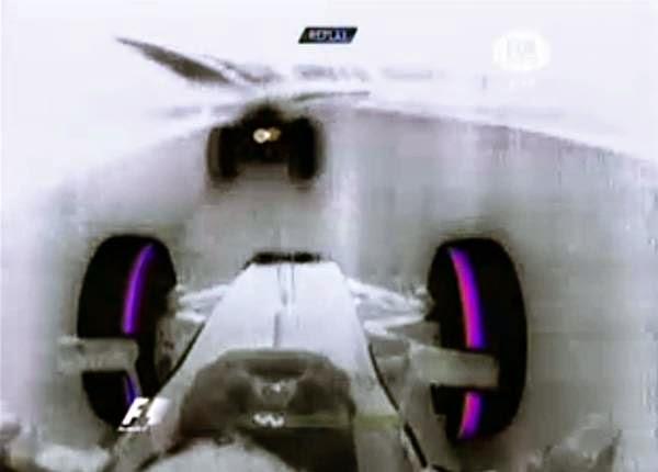 Battle: Sebastian Vettel vs  Daniel Ricciardo Lap 26 - Chinese GP 2014