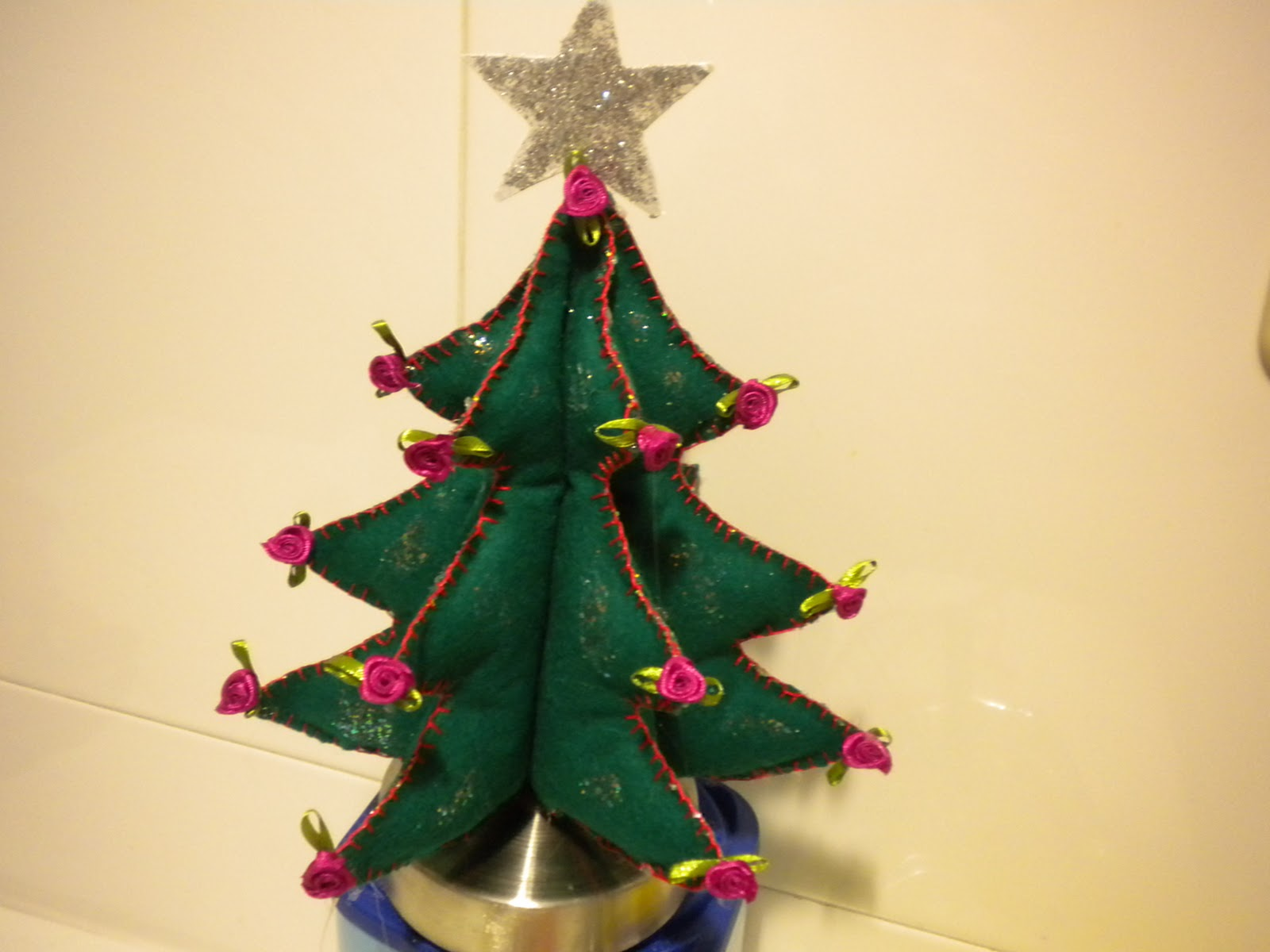 Arbol de navidad de fieltro y de patchwork el blog de - Arbol de navidad de fieltro ...