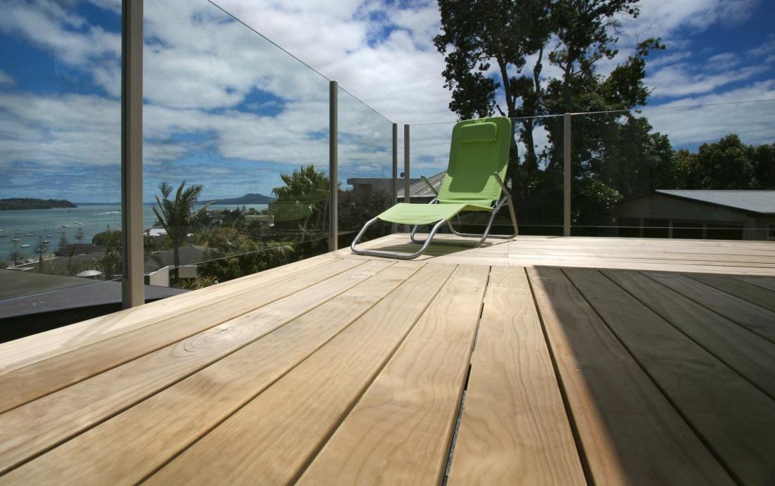 terrasse en pin. Black Bedroom Furniture Sets. Home Design Ideas