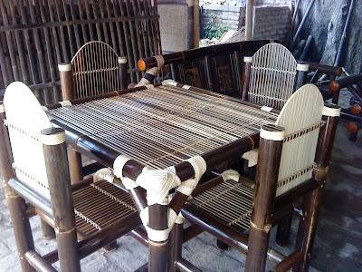 Pusat Kerajinan Bambu Bener dan Bayan Purworejo Jawa Tengah, kerajinan bambu, meja makan dari bambu