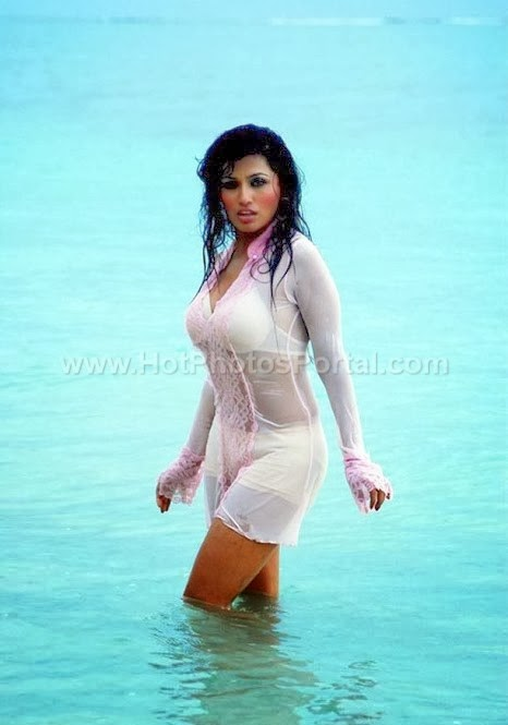 Arathi Puri Hot and Sexy Photos at Beach