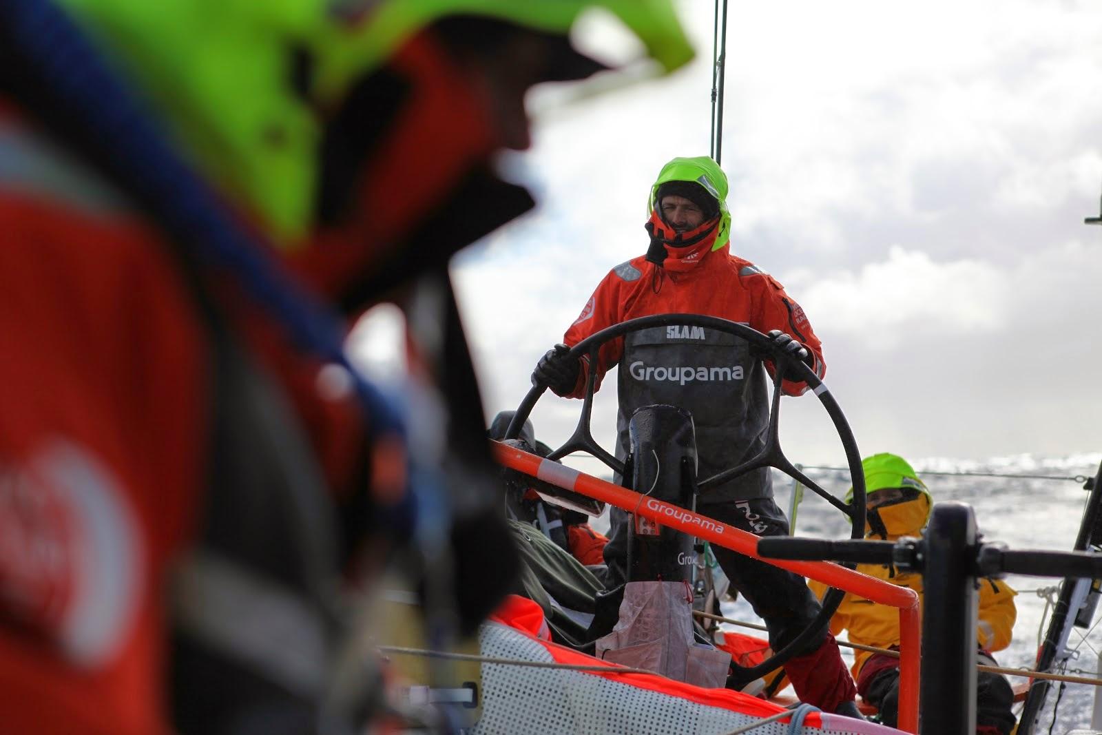 Franck Cammas à la barre de Groupama 4 sur la Volvo Ocean Race 2012.