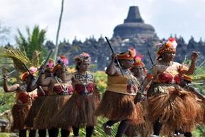 Meriahkan Pesta Kesenian Bali (PKB) XXXV Mahasiswa Institut Seni Indonesia (ISI) Kolaborasi dengan Seniman Papua