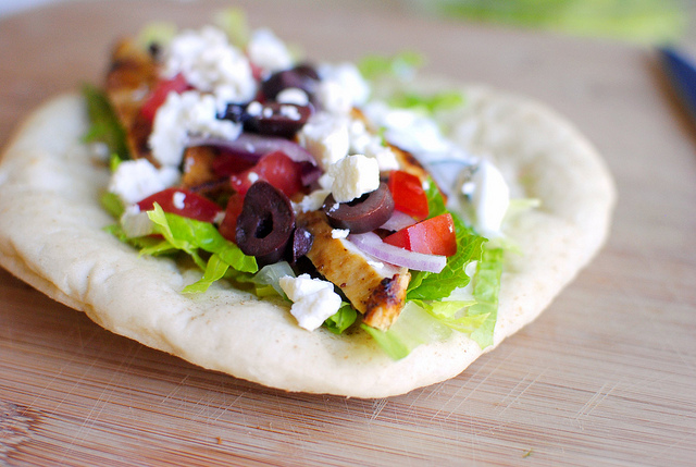 Greek Chicken Pitas l SimplyScrath.com