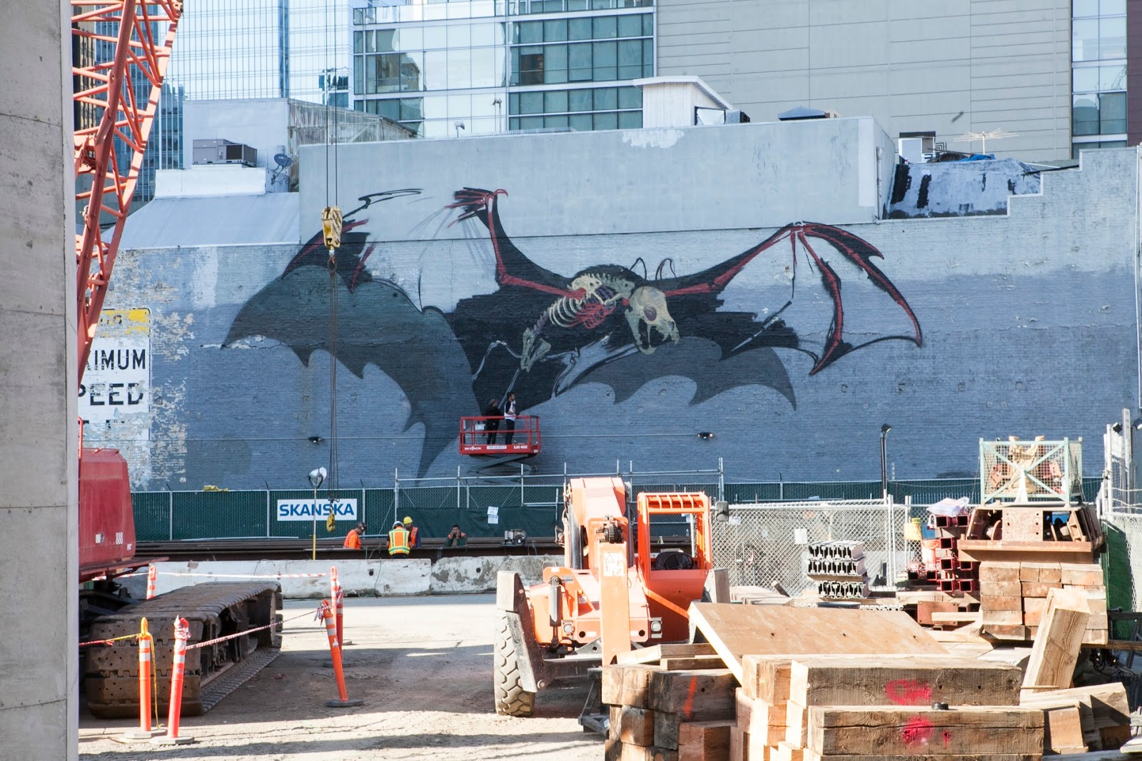 Superb Nychos unveils a giant bat in San Francisco USA