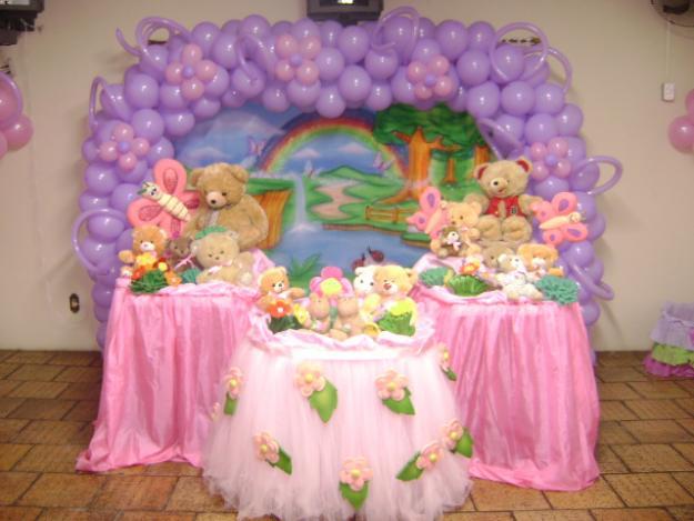Decoração para chá de bebê - balões em arco e mesa