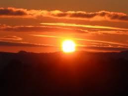 Si el sol brillara más de lo que brilla seria igual de bonito que tú.