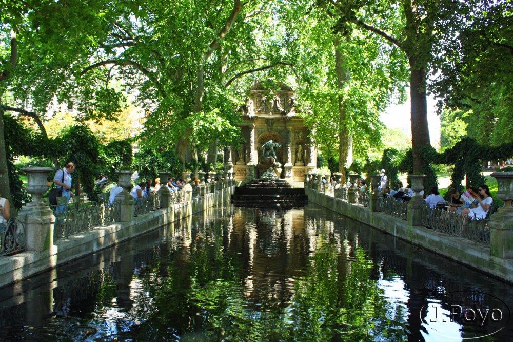 Paseando por par s jardines de luxemburgo barrio latino for Imagenes de jardines con estanques