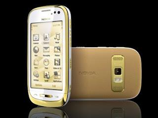 smartphone Luxe nokia C7 or cuir saphir