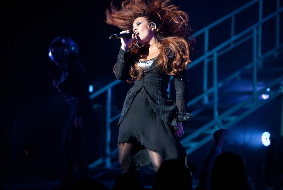 http://3.bp.blogspot.com/-j3kZDRQGZ48/TsZ069rxOpI/AAAAAAAACV8/kwsSJBsmh84/s1600/demi-lovato-concert-04.jpg