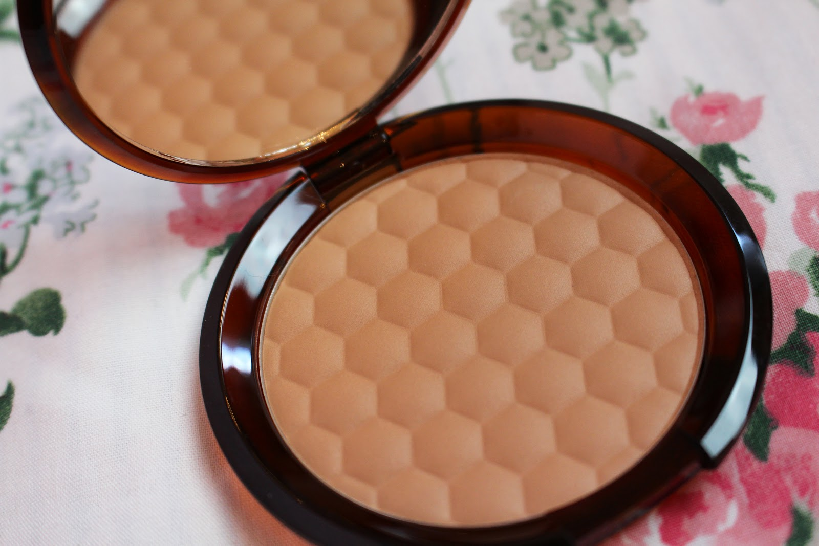 The Body Shop Honey Bronze Bronzing Powder