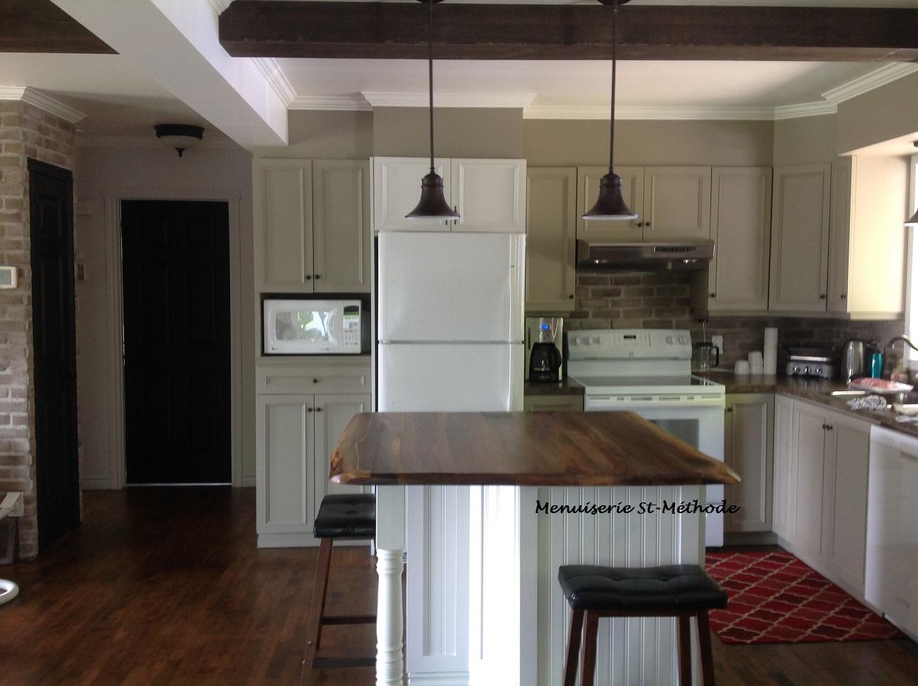 menuiserie st m thode comptoir d 39 lot de cuisine en noyer noir. Black Bedroom Furniture Sets. Home Design Ideas