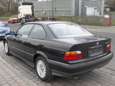BMW e36 сзади