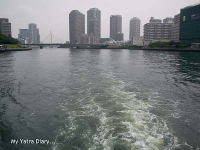 Water lashing at the sides of the boat - Sumida River cruise, Tokyo - Japan