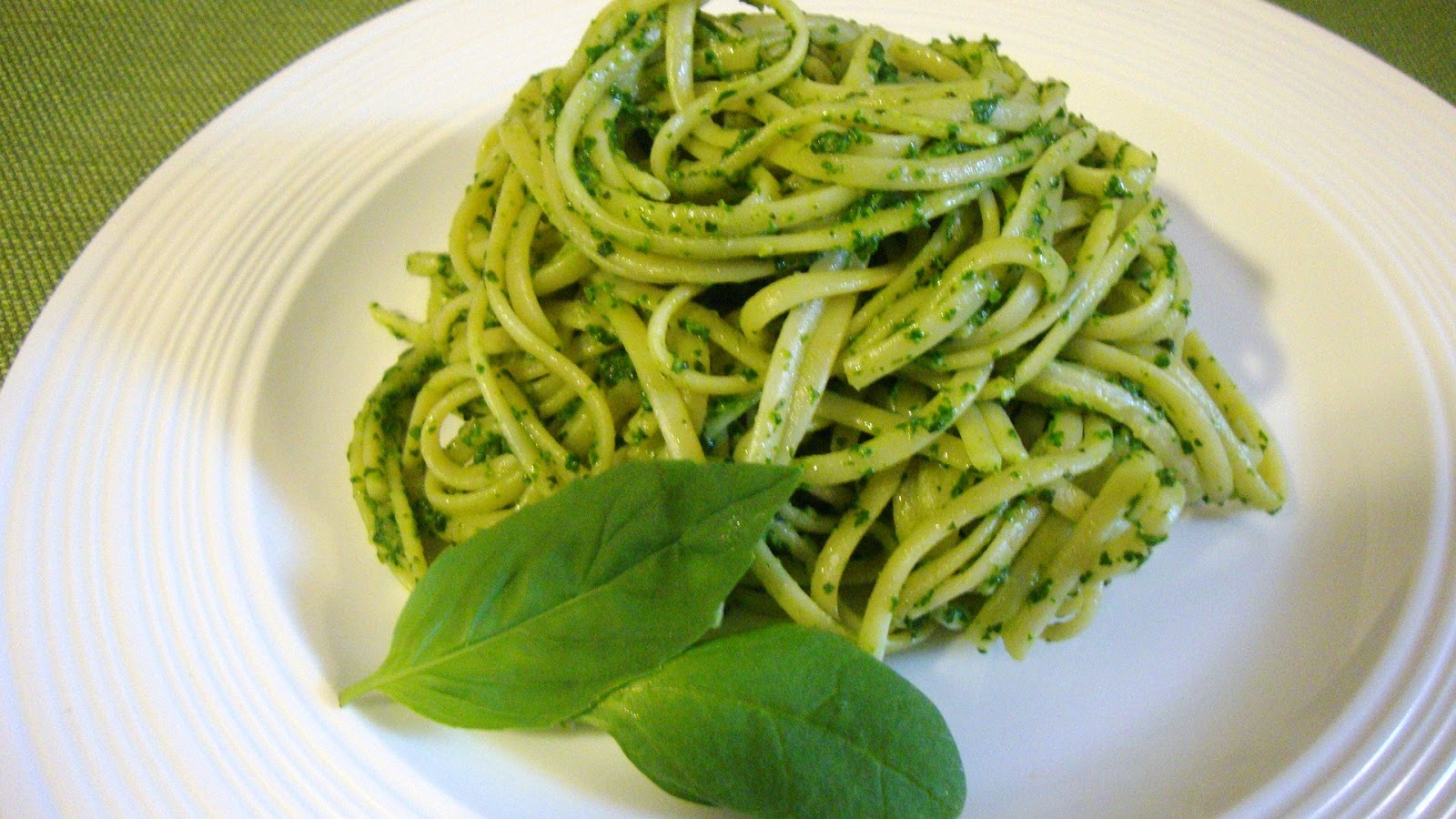 Skinny In The South: Creamy Spinach and Basil Pesto with Linguine