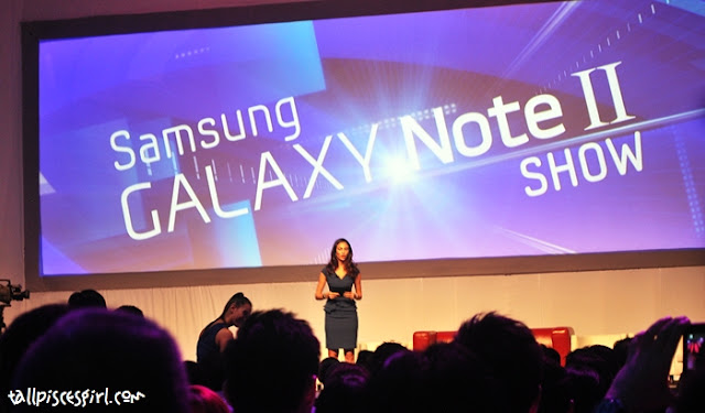 Samsung decided to present their phone in a talk show, hosted by Deborah Henry