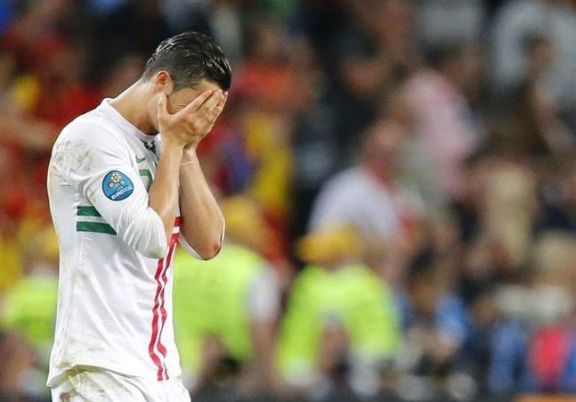 http://eurofootballweb.com/spain-suffocate-soccer-paulo-bento-makes-huge-mistake/