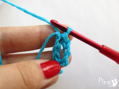 Slip Stitch (SlSt) - step by step instruction by Pingo - The Pink Penguin