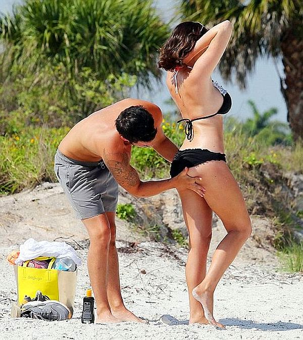 Jessica Wright frolicked at the sea in Tampa,‭ ‬Florida on Friday,‭ ‬May‭ ‬30,‭ ‬2014‭ ‬with a male companion.