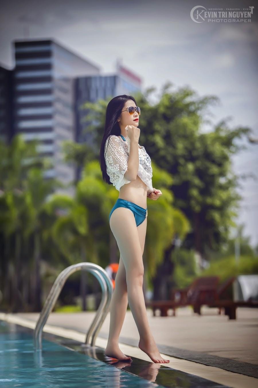 Ngắm người đẹp cùng bikini bên hồ bơi