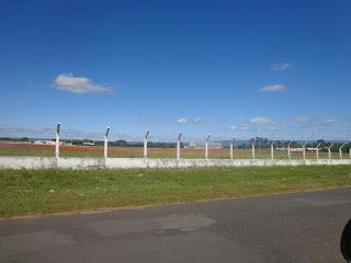 Início da pista de pouso próximo à Av. Virgílio Távora.