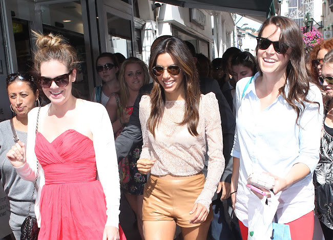 Eva Longoria fith her fans at Cannes 2012