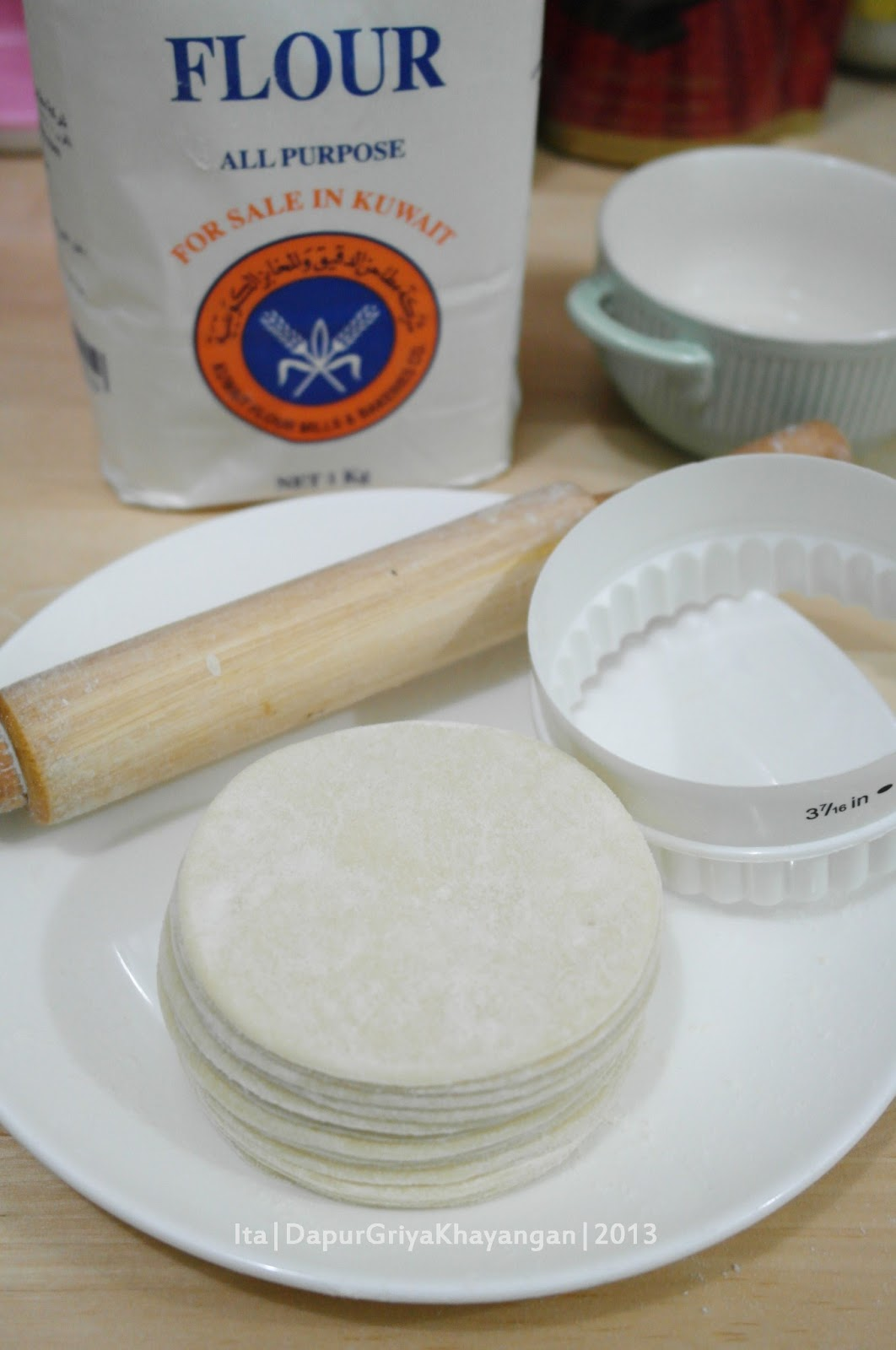 Dapur Griya Khayangan: Membuat Kulit Pangsit Sendiri (Homemade Wonton