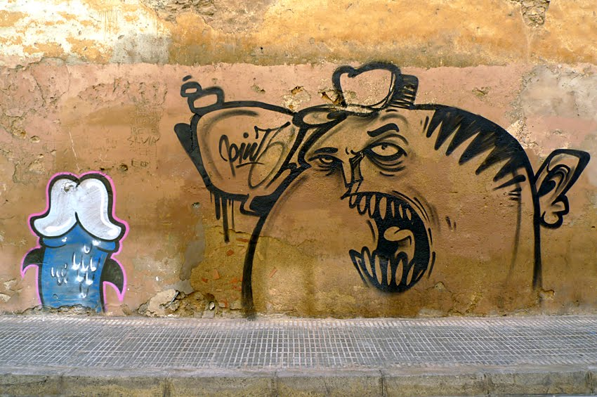 ... ese monstruo come penes para que acabe con la plaga que los asola