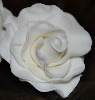 Sockerpasta rosor steg för steg