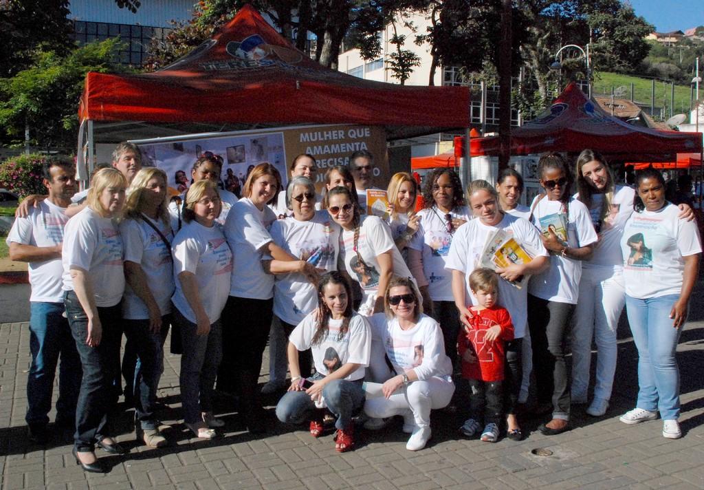 Caminhada de promoção do aleitamento materno movimenta centro de Teresópolis