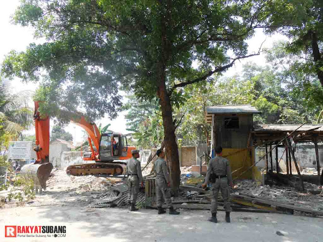 30 Bangunan Liar Dibongkar Paksa Satpol PP Subang